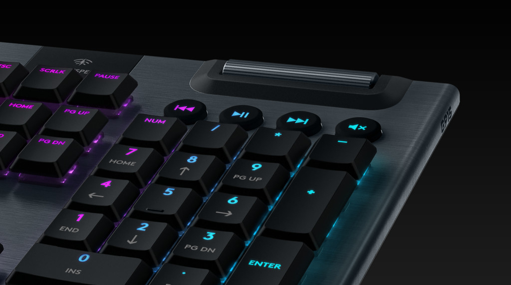 G915 | ERGONOMICALLY  DESIGNED
